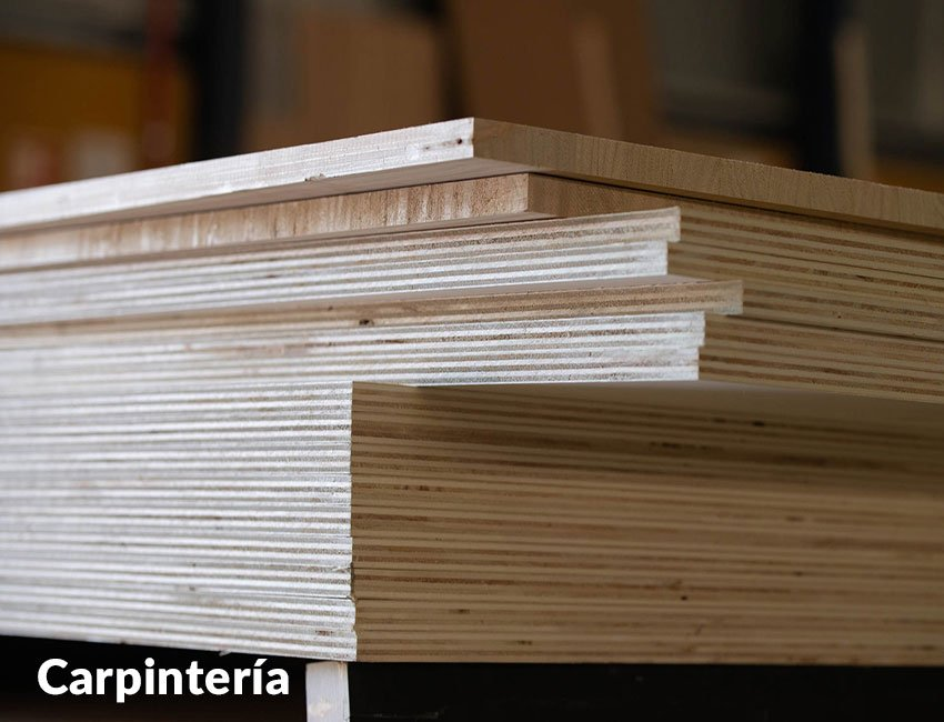 Como trabajamos disponemos de carpintería