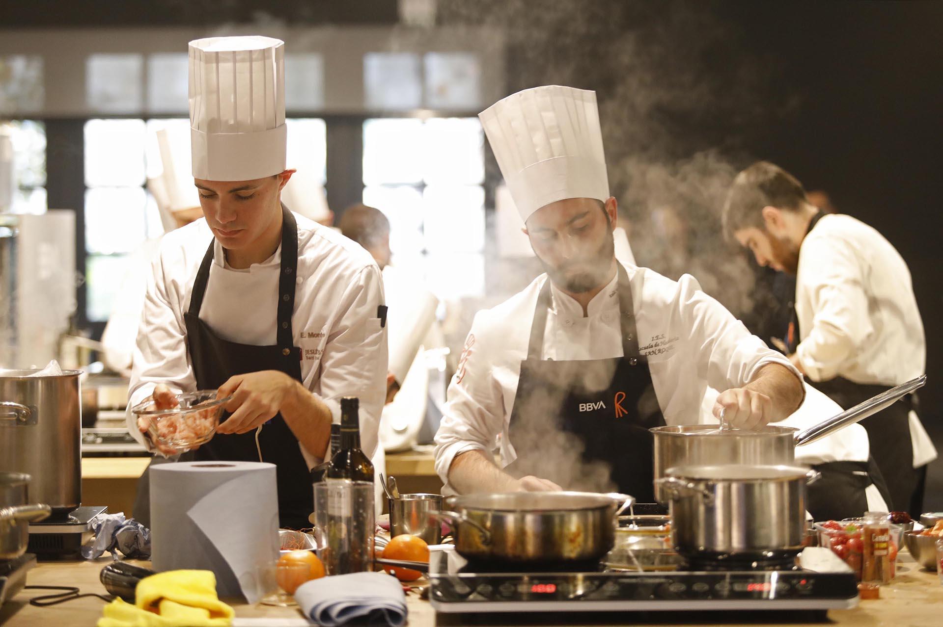 Evento entrega becas hostelería BBVA construcción cocina sostenbile