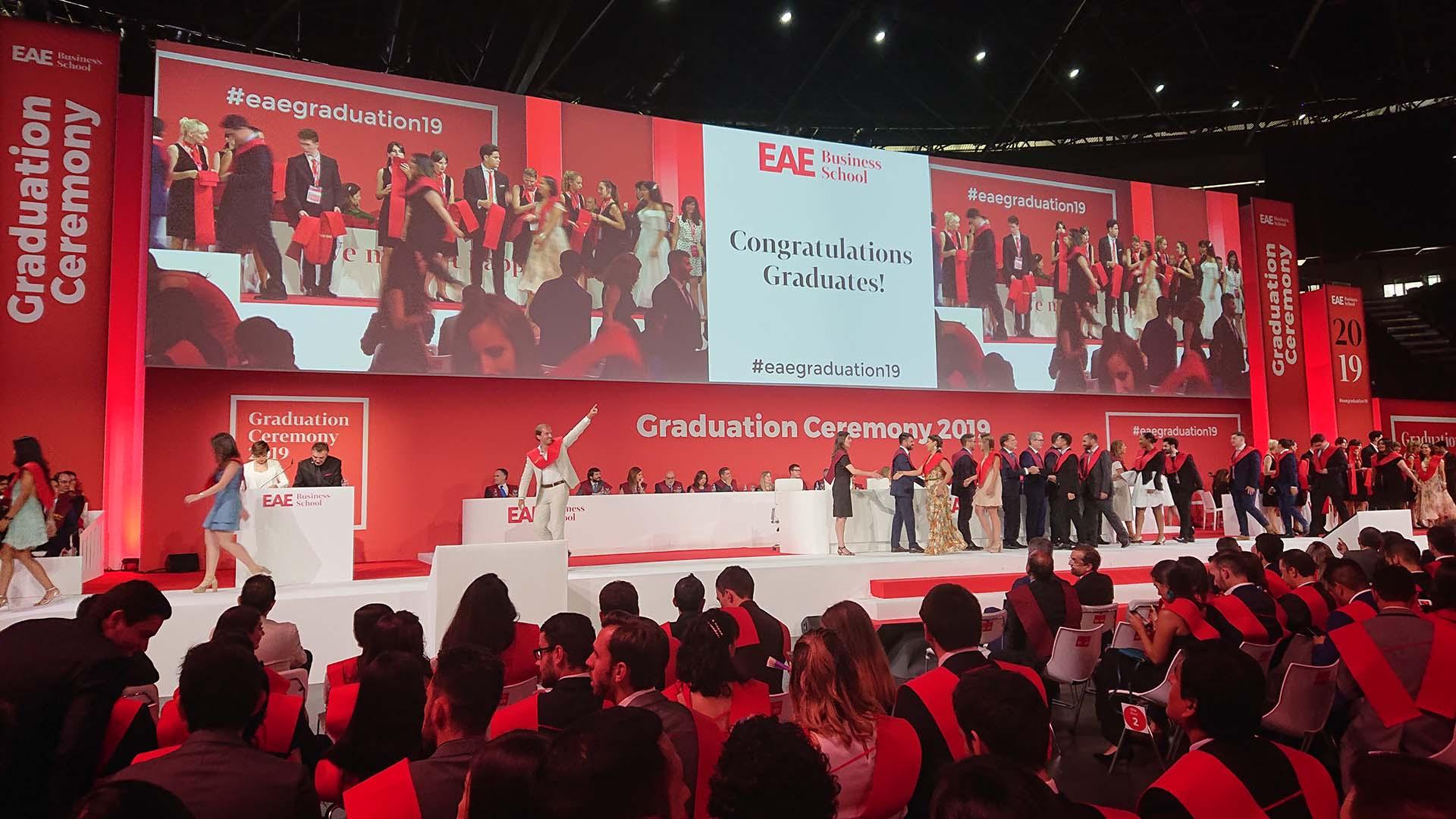 Evento graduación EAE diseño escenografía
