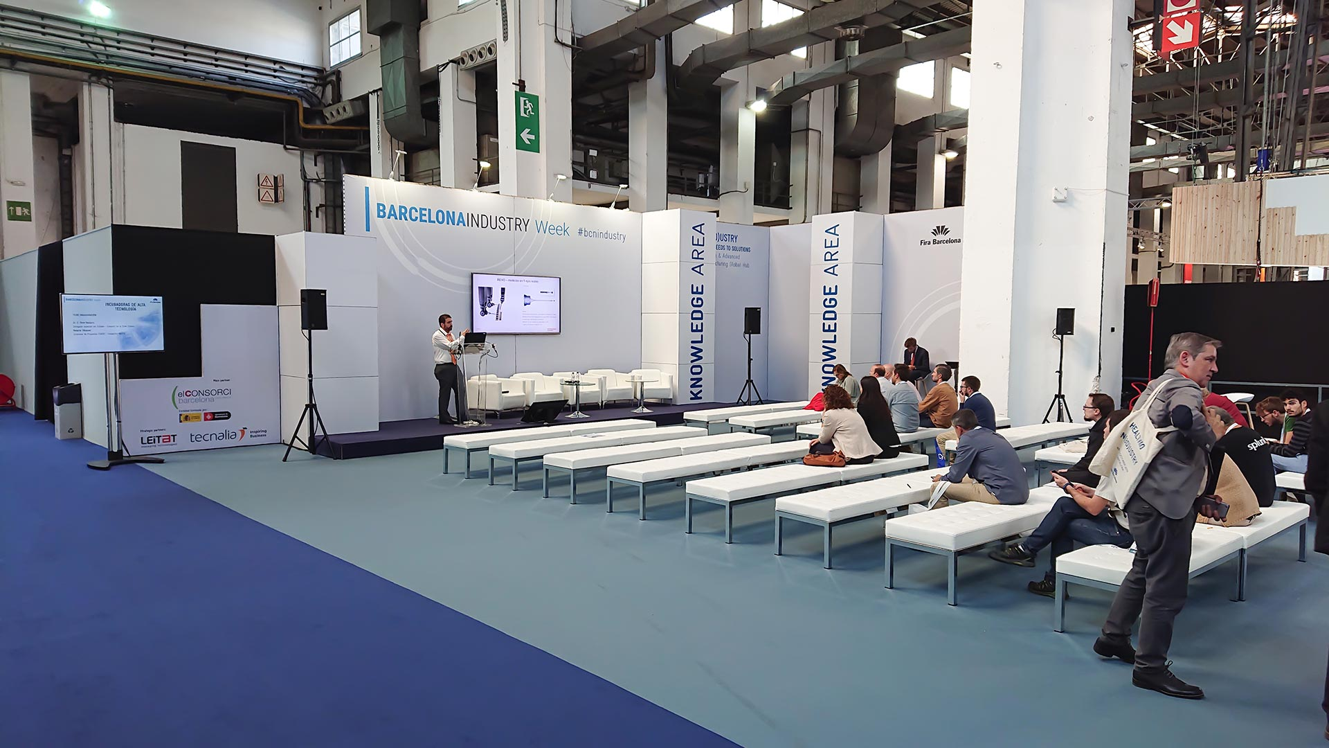 In(3D)dustry congress. Waiting area