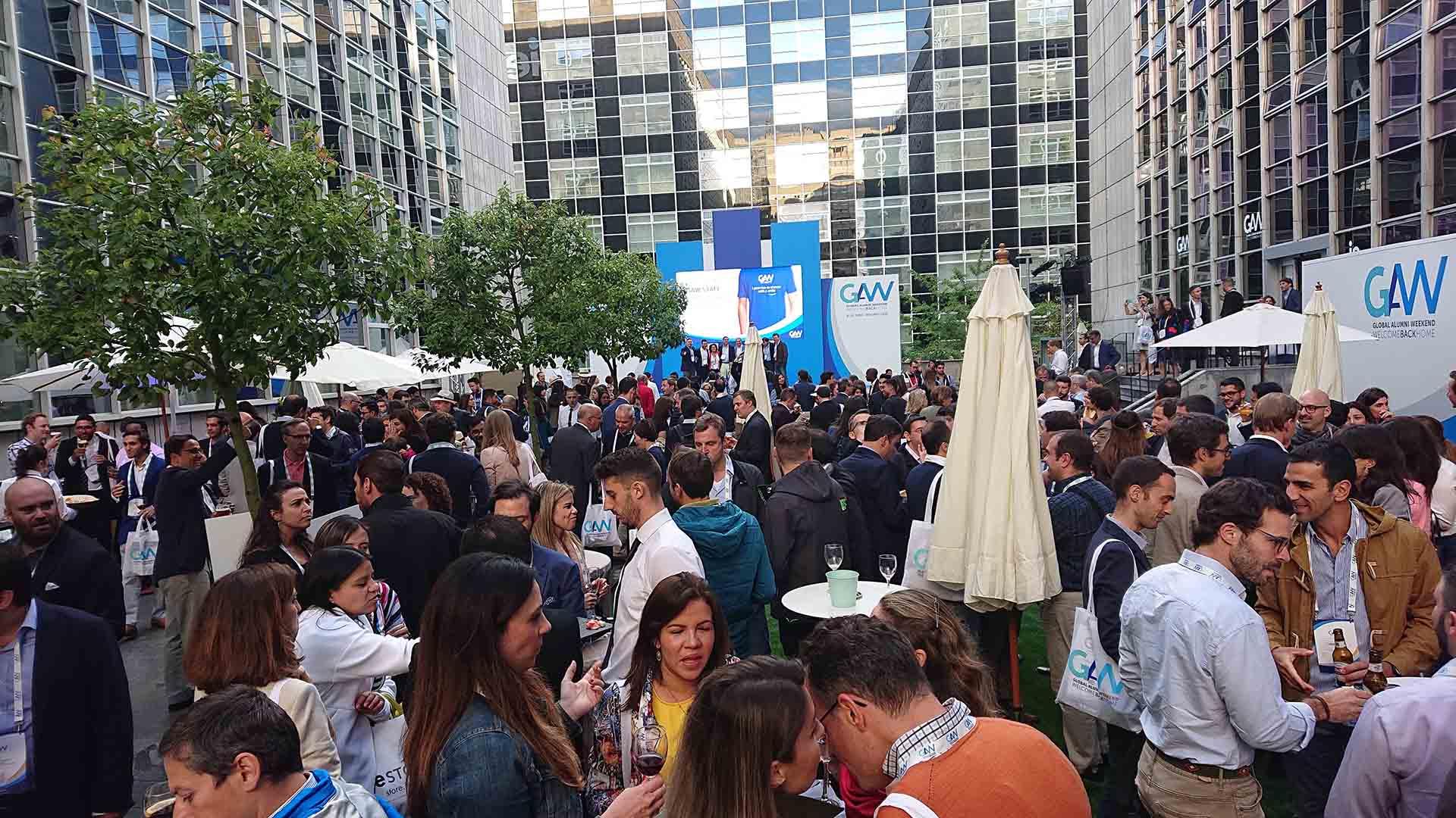 IE alumni event. Cocktail area design