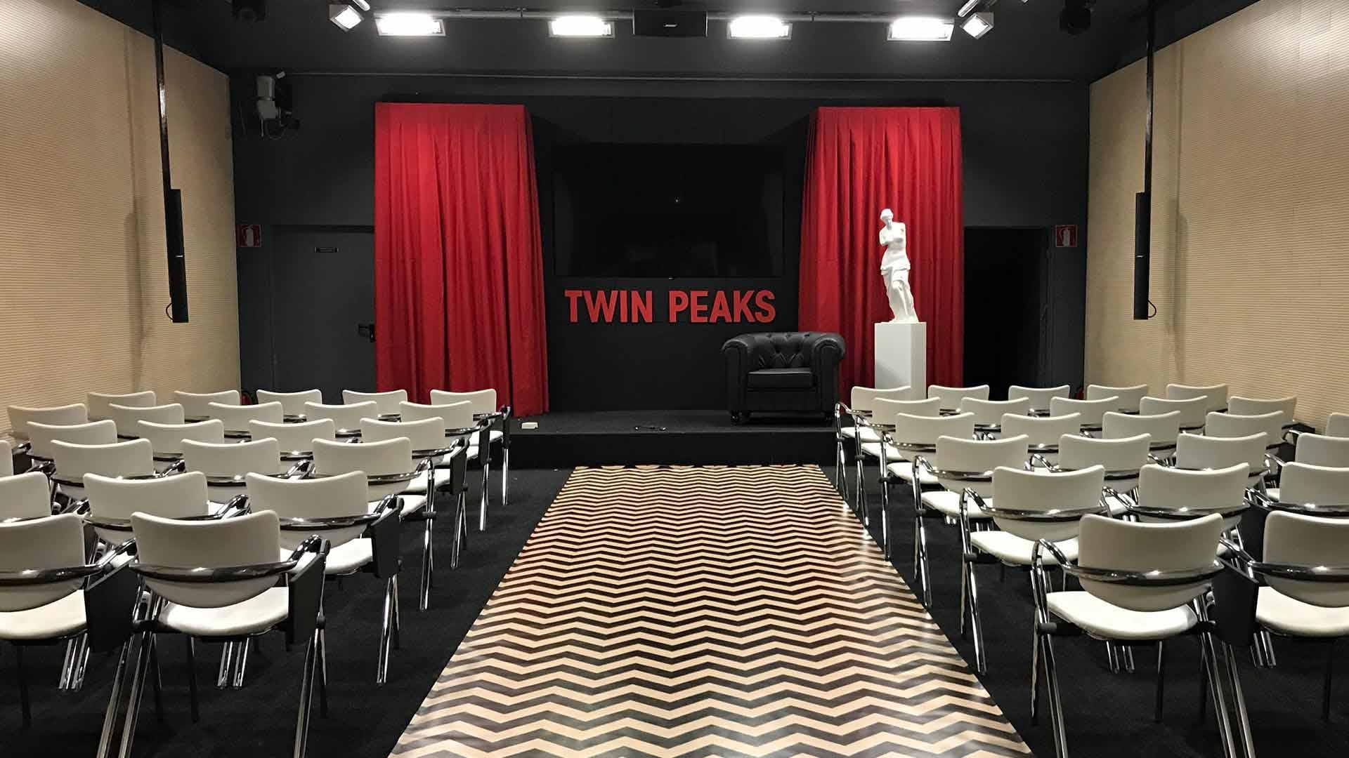Evento presentación twin peaks. Diseño auditorio