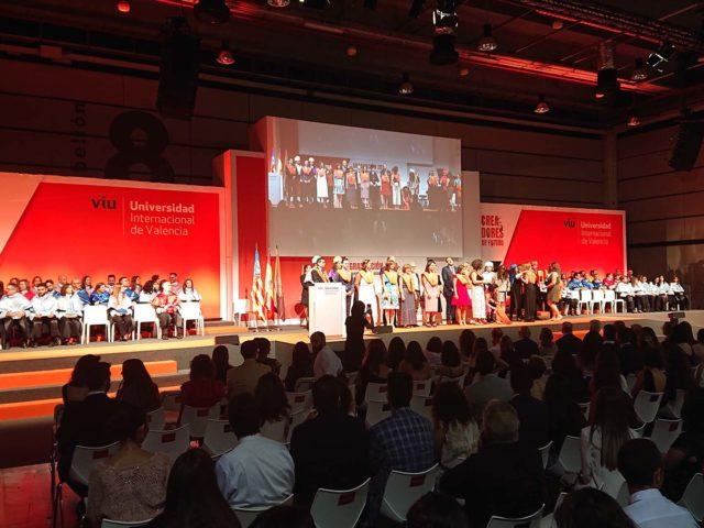 Evento graduación VIU. Producción escenografía