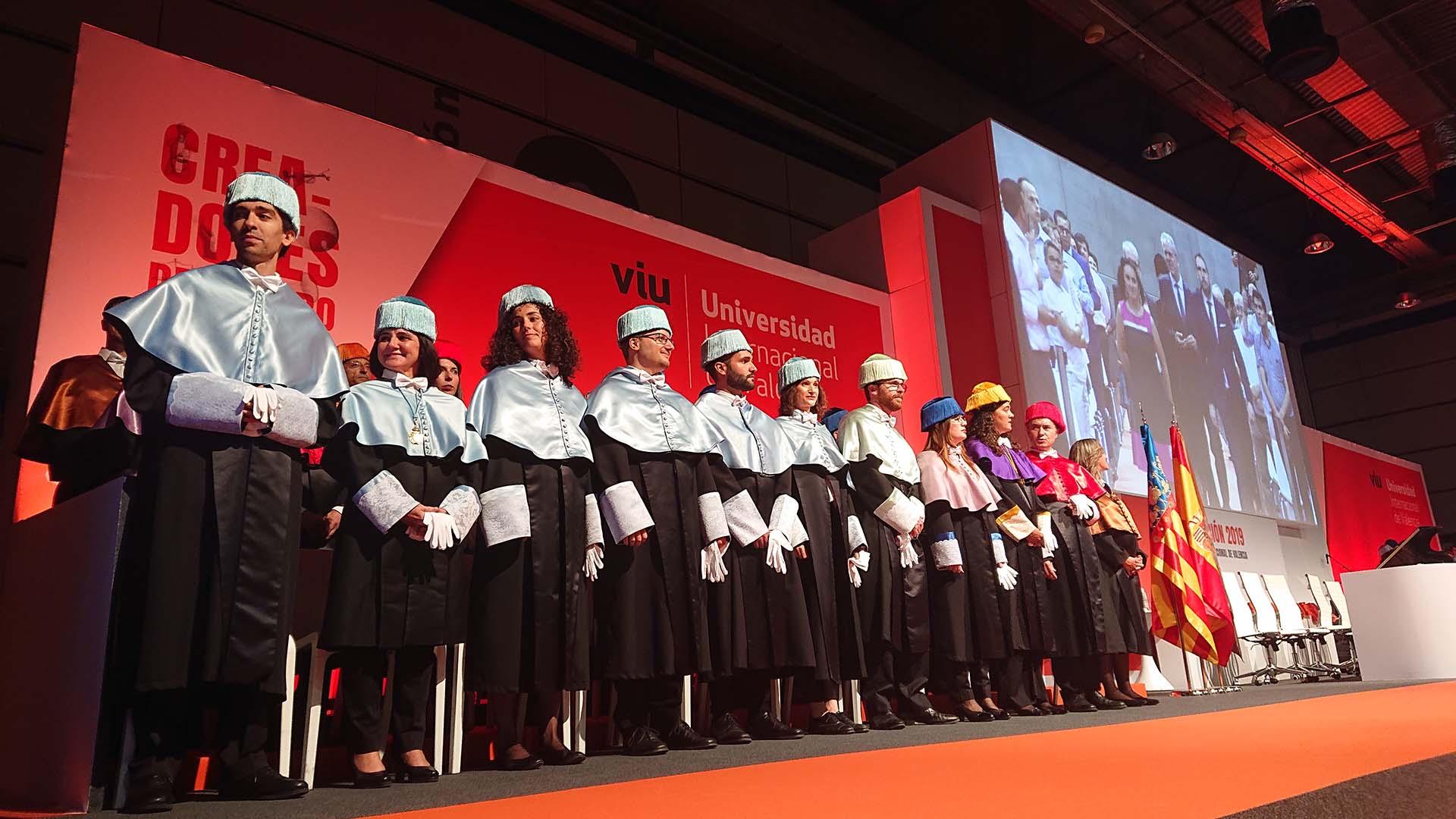 Evento graduación VIU. Entrega diplomas