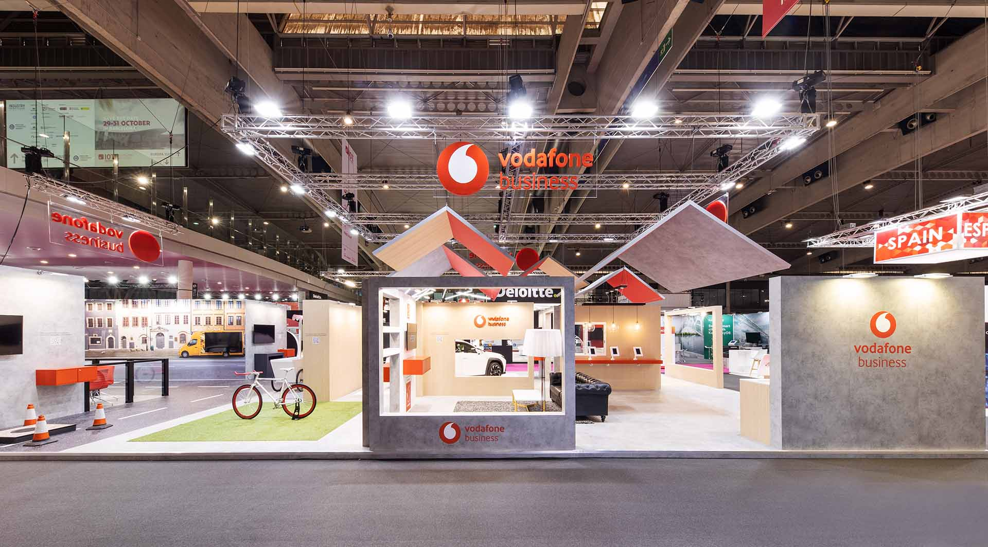 Stand vodafone para feria IOT. Wooden stand production